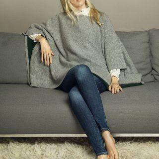 Luxus pulóvereket reklámoz Claudia Schiffer