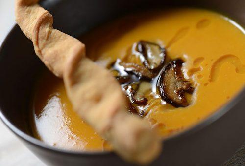 Végre itt a sütőtök szezon! – isteni krémleves shiitake gombával