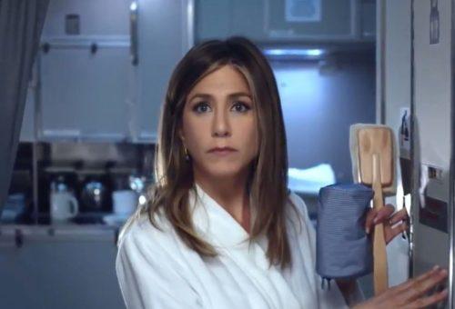 Jennifer Aniston egy luxusrepülőn álmodozik