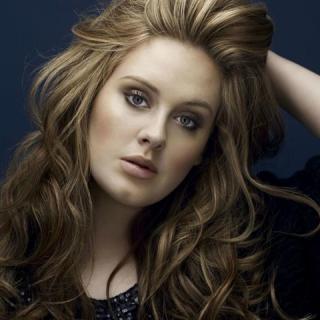 Senki sem örül annyira a Spice Girls visszatérésének, mint Adele