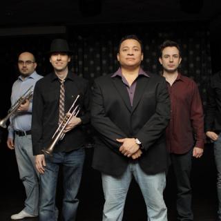 Salsa koncert a Barrio Latino zenekarral