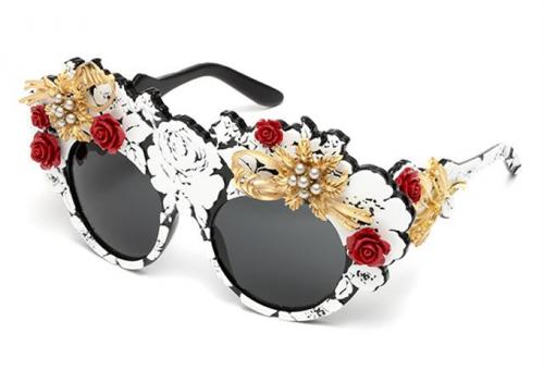 A mama brokátja – virágba borult napszemüveg a Dolce&Gabbanától