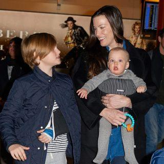 Liv Tyler és világutazó kisfiai