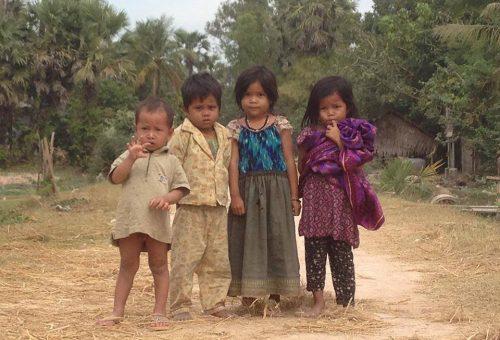 Árverés a kambodzsai gyerekekért