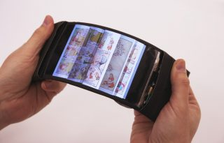 Így hajlíthatod az első rugalmas okostelefont!
