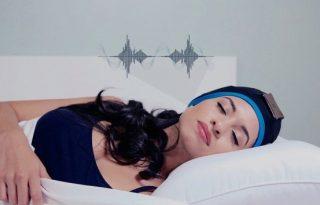 Különleges fejpánt segíthet az elalvásban