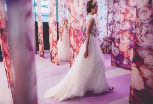 Tavaszköszöntő divatbemutató a legszebb menyasszonyi ruhákkal