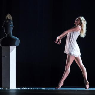 """""""Mikor a politika csődöt mond, a művészet még tud változtatni"""" – interjú Gloria Benedikttel"""