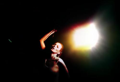 Ezúttal Kate Moss rázza a Massive Attack klipjében