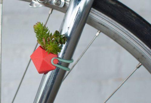 Virágba borult biciklik dizájnos vázákkal