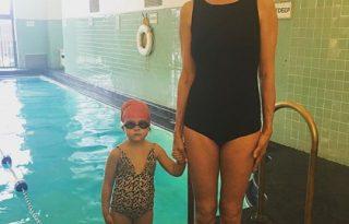 Uma Thurman fürdőruhás fotója kislányával