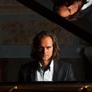Világpremier a négy Bogányi koncertjén