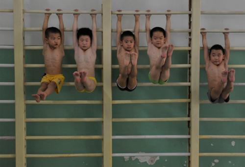 Ilyen a kínai olimpikongyár – hátborzongató fotók