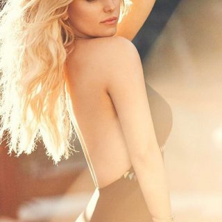 Jessica Simpson saját fürdőruhamárkájának modellje