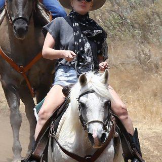 Lady Gaga a lovaglás szerelmese lett