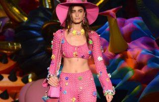 Cukorszínű hippisikk a Moschino legújabb bemutatóján