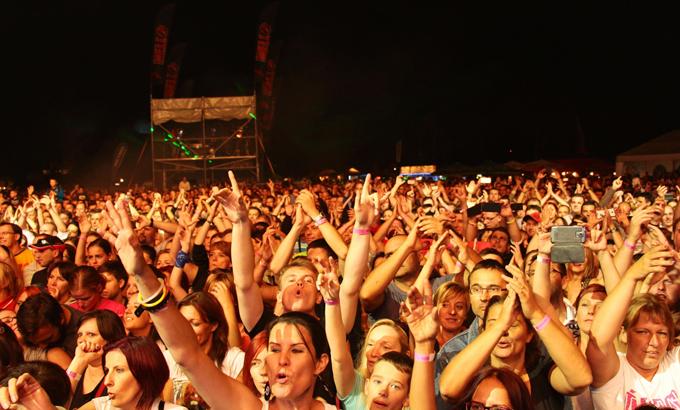 Több mint száz fellépő, dupla nagyszínpad – hamarosan FEZEN