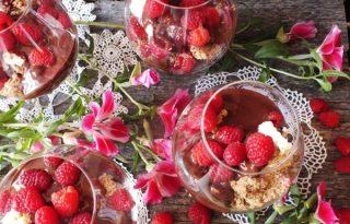 Isteni málnás-csokoládés-mogyorós pohárkrém