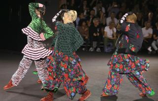 Látványos divatbemutató a KENZO x H&M kollekció New York-i debütálása alkalmából
