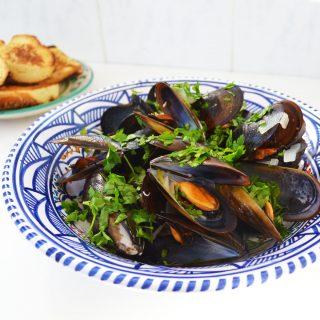Könnyű és csodaszép fehérboros fekete kagyló