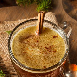 Isteni forró ital vajkrémes rummal – akár az ünnepekre is