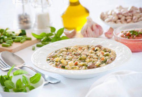 Egészséges és friss spenótos fehérbableves