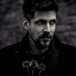 Saját darabbal és új dalokkal indította az évet Szabó Balázs