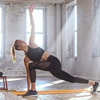 Karlie Kloss az Adidas kampányában nyújtja az izmait