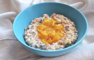 Tökéletes reggeli: vaníliás zabkása karamellizált almával