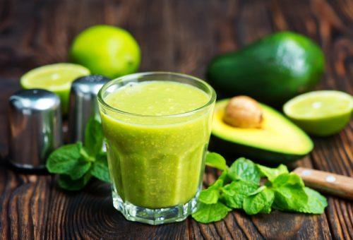 Indítsd a reggelt energetizáló avokádós smoothie-val!