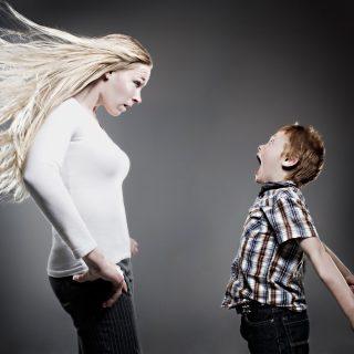 Dobál, csapkod, rúg, harap, kiabál gyermeked?