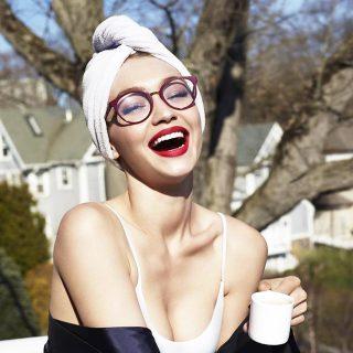 Gigi Hadidnak a szemüveg is nagyon dögösen áll!