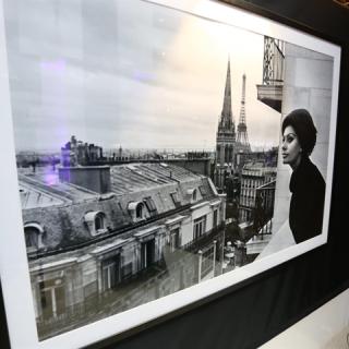 Milyen a párizsi nő? Ikonikus fotók a Sofitel Budapest Chain Bridge-ben