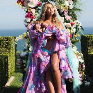 Beyoncé megmutatta szülés utáni testét