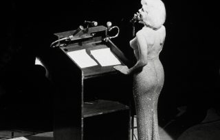 Egykor Marilyn Monroe viselte, ma többet ér az aranynál