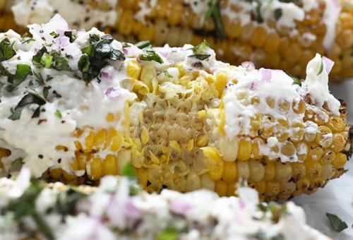 Grillezett kukorica mediterrán módra