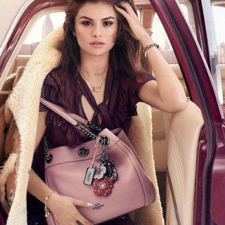 Selena Gomez csodaszép táskákkal pózol