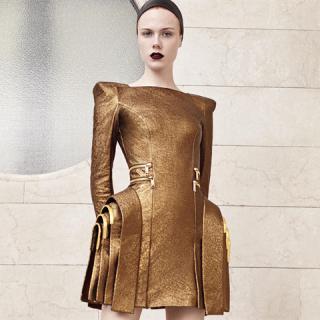 Donatella Versace varázslatos kollekciója