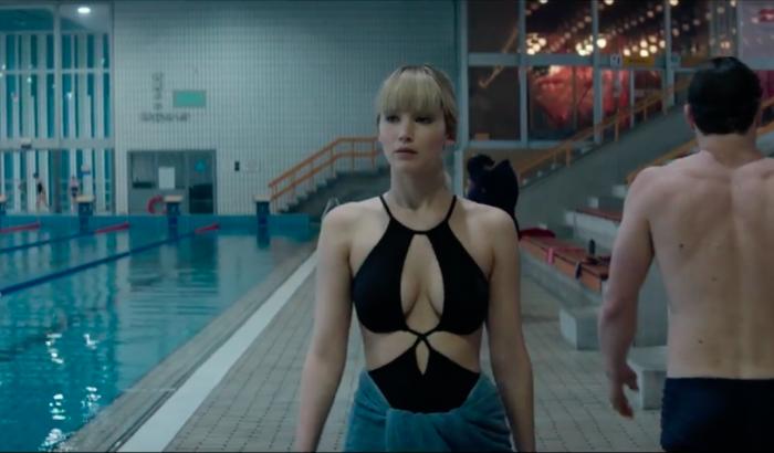 A veszélyesen gyönyörű Jennifer Lawrence magyar uszodában csábít