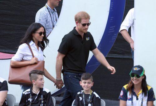 Harry herceg protokollsértő kézfogása