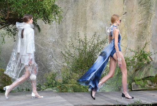 PVC és vízesés a Chanel párizsi bemutatóján
