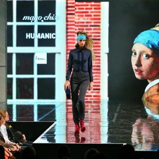 Festői divatshow világhírű művészek alkotásaival