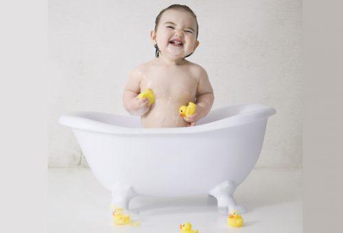 Szuper vízi játékok, amikkel tutira ráveszed a gyereked a fürdésre