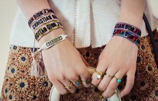 Hippi karkötőkkel újít a Dior