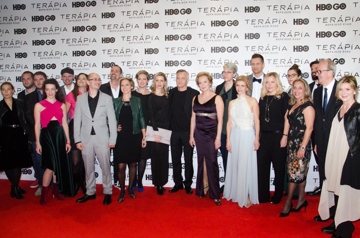 19. kép: Az HBO producerei, producerek, forgatókönyvírók, színészek és rendezők. Egy képen a Terápia csapata