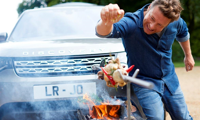 Jamie Olivernek speciális Land Rovert gyártottak