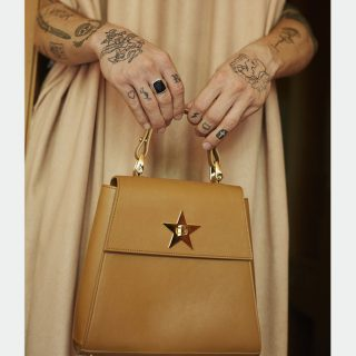 Molnár Nini modell új táskáit Éder Krisztián örökítette meg
