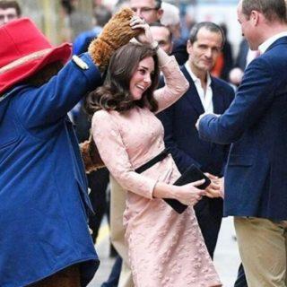 Plüssmackó vitte táncba Katalin hercegnét