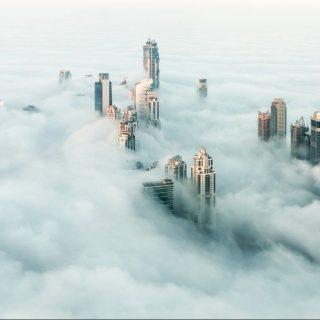 Lélegzetelállító – így néznek ki a ködfátyol fölött a felhőkarcolók