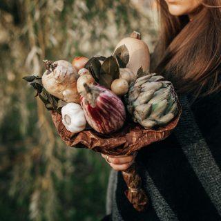 Virágok helyett zöldségek és gyümölcsök pompáznak ezekben a gyönyörű csokrokban